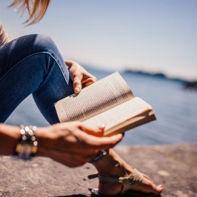 Femmes lecture Bible